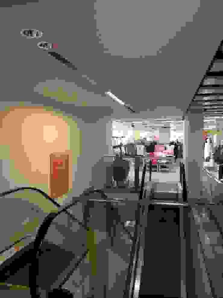 Leading Supermarket Chain: modern  by Painter Of Distinction, Modern