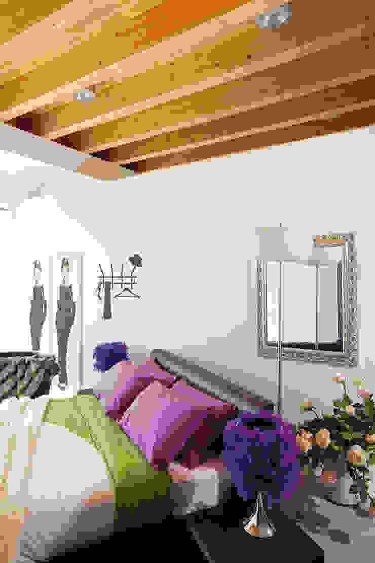 Casa di legno Camera da letto in stile classico di Marlegno Classico Legno Effetto legno