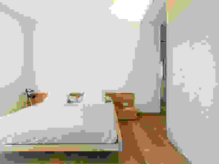 dormitorio principal Dormitorios de estilo moderno de margarotger interiorisme Moderno