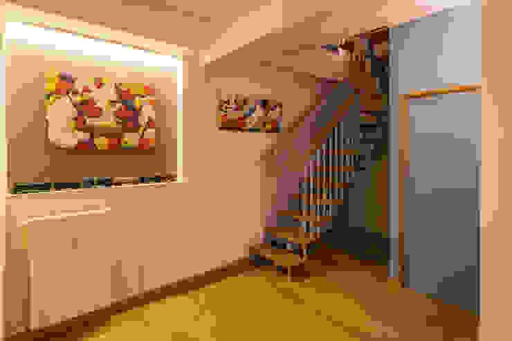 TRE PIANI DI ARMONIE Ingresso, Corridoio & Scale in stile eclettico di davide pavanello _ spazi forme segni visioni Eclettico
