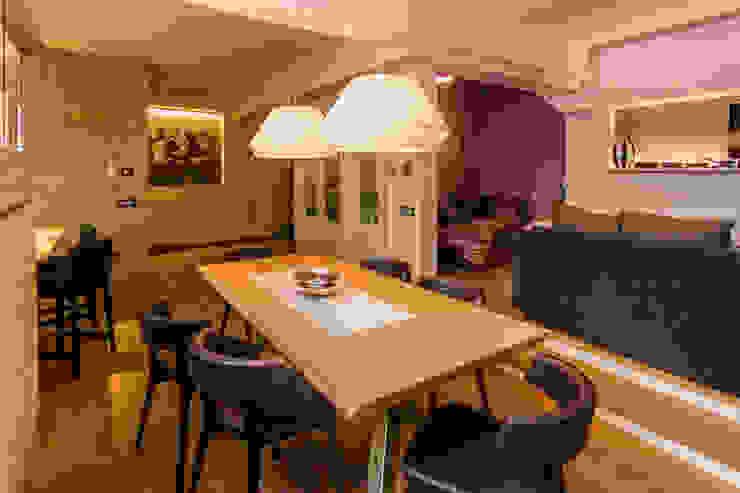 TRE PIANI DI ARMONIE Sala da pranzo eclettica di davide pavanello _ spazi forme segni visioni Eclettico