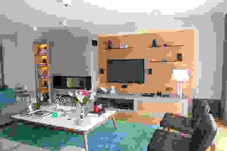 living room by Esra Kazmirci Mimarlik Modern