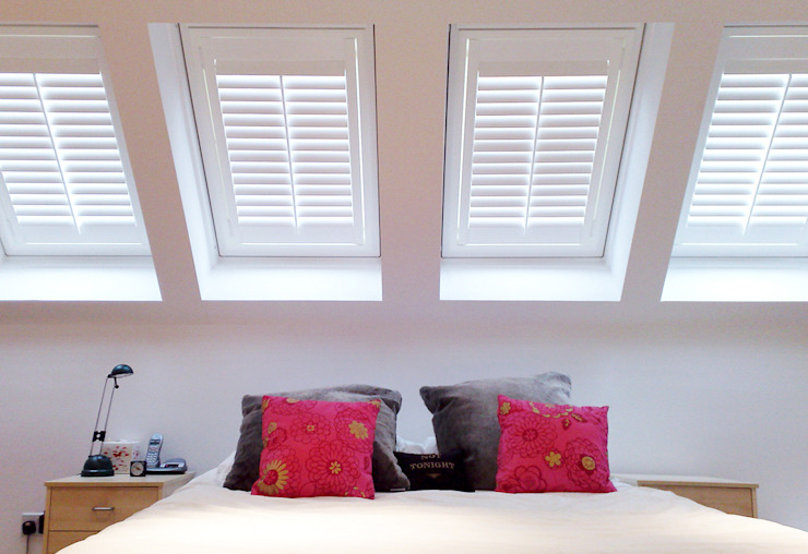 Full Height Shutters for Velux Windows od Plantation Shutters Ltd Klasyczny