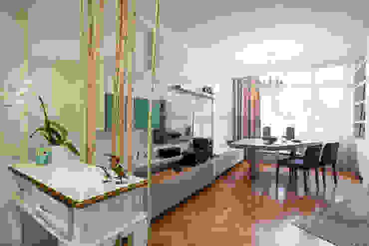 Görgülü Apartment/Akatlar Modern living room by Pebbledesign / Çakıltașları Mimarlık Tasarım Modern