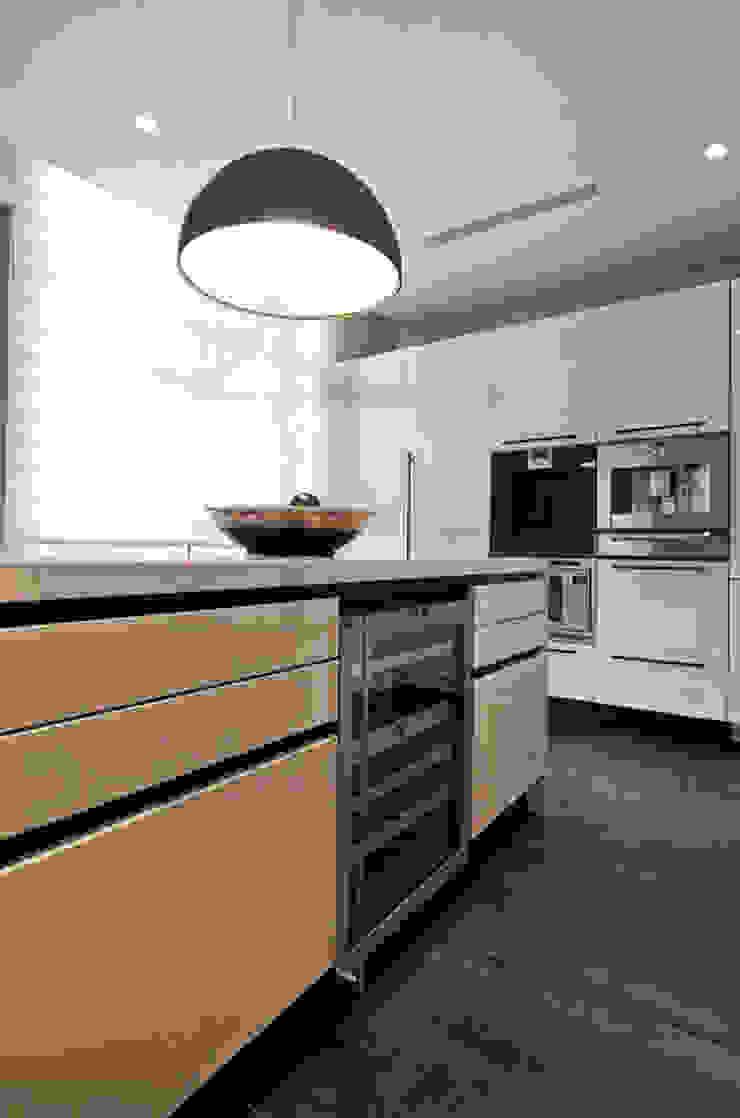 Müezzinoğlu Apartment/Selenium Panaroma Residence Modern kitchen by Pebbledesign / Çakıltașları Mimarlık Tasarım Modern