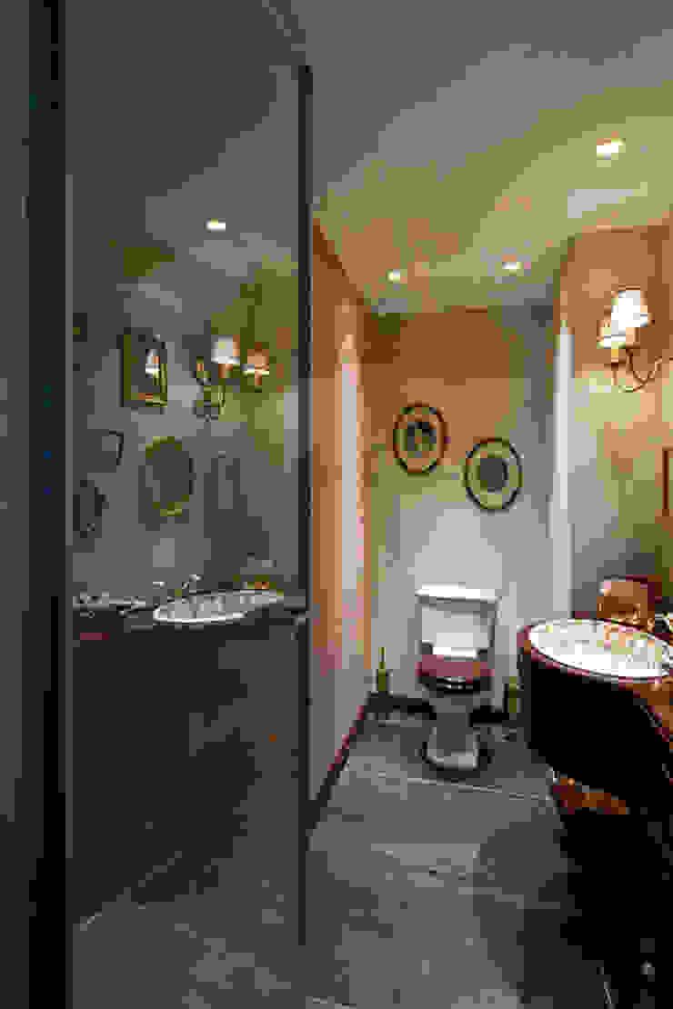 Müezzinoğlu Apartment/Selenium Panaroma Residence Classic style bathroom by Pebbledesign / Çakıltașları Mimarlık Tasarım Classic