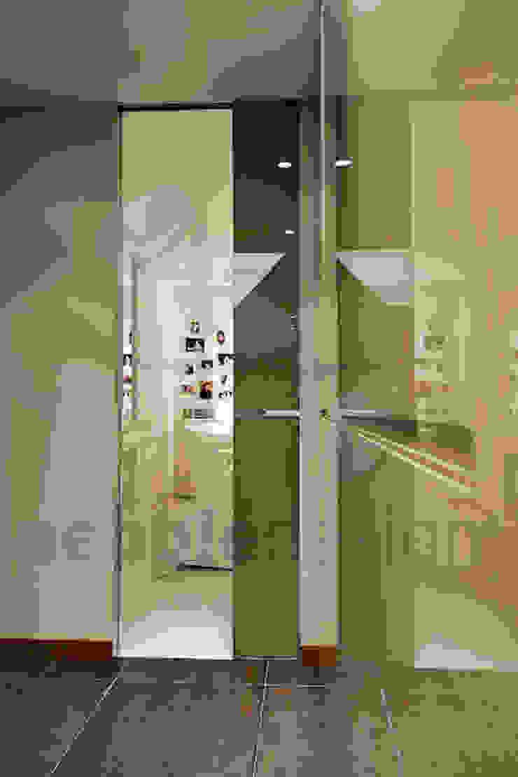 Müezzinoğlu Apartment/Selenium Panaroma Residence Modern corridor, hallway & stairs by Pebbledesign / Çakıltașları Mimarlık Tasarım Modern
