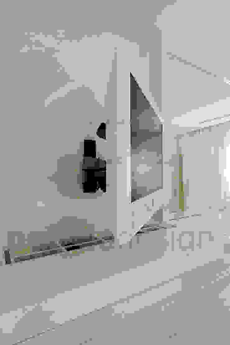Müezzinoğlu Apartment/Selenium Panaroma Residence Modern style bedroom by Pebbledesign / Çakıltașları Mimarlık Tasarım Modern