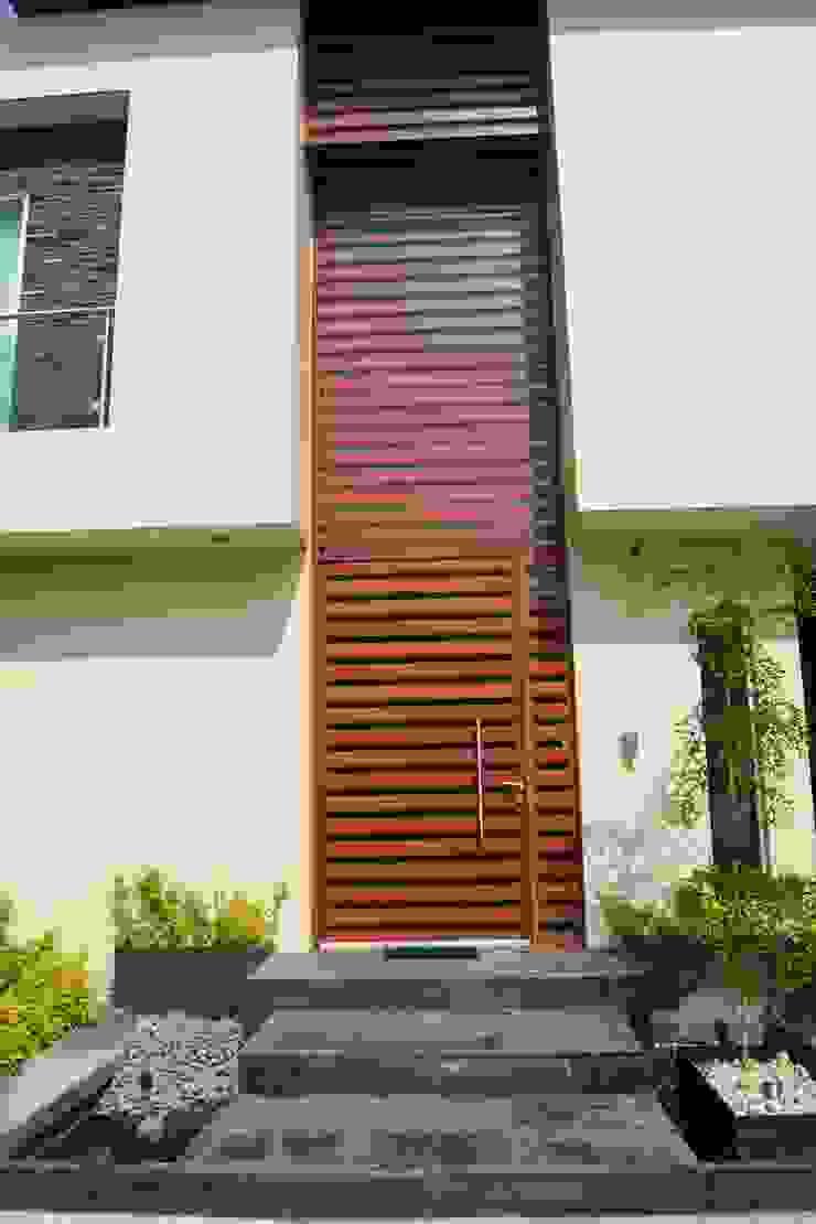 PORTICO Casas minimalistas de GHT EcoArquitectos Minimalista