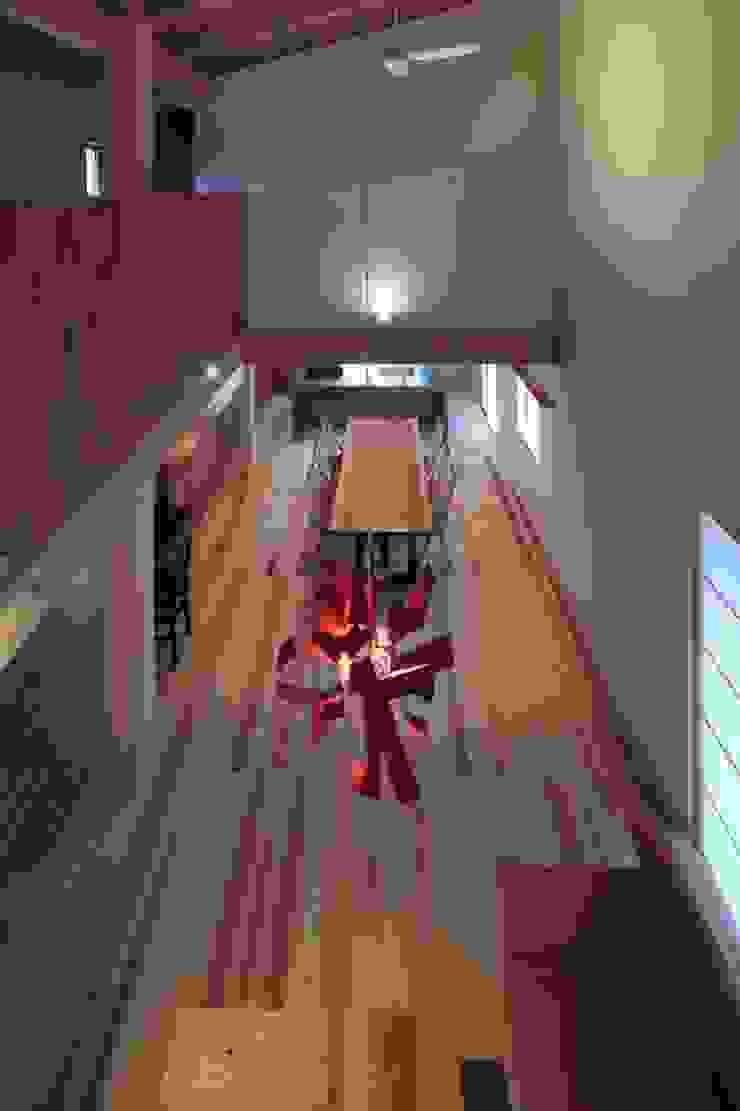 Salas de jantar asiáticas por 髙岡建築研究室 Asiático
