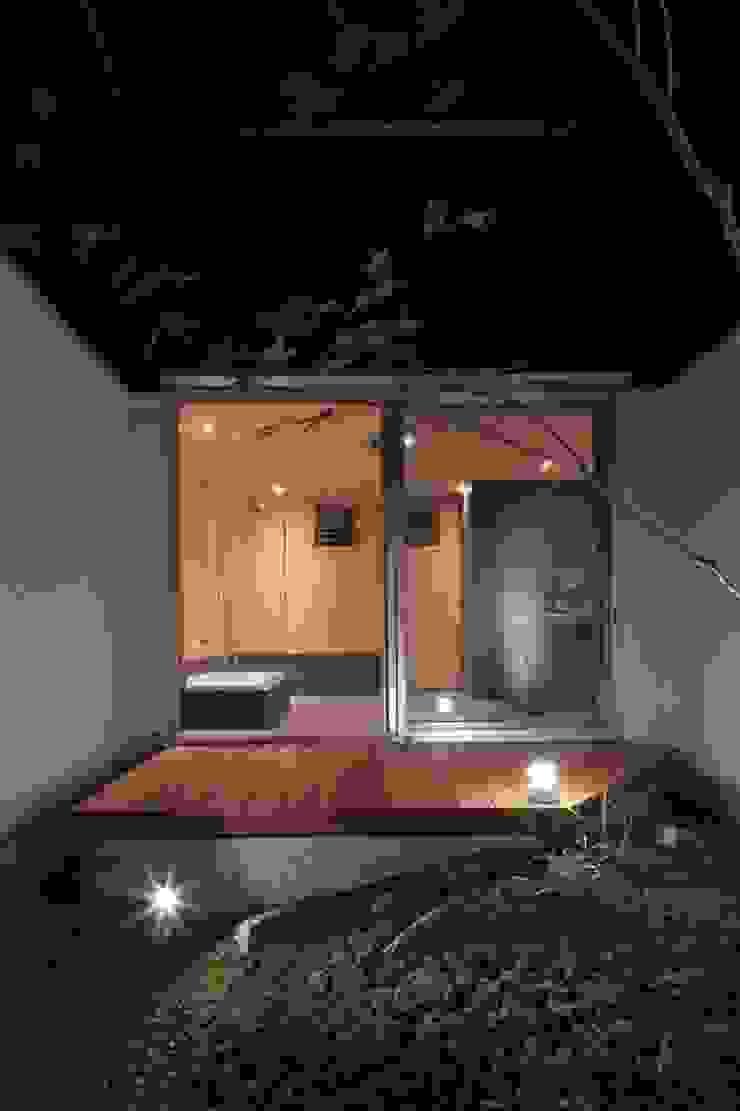 Banheiros asiáticos por 髙岡建築研究室 Asiático