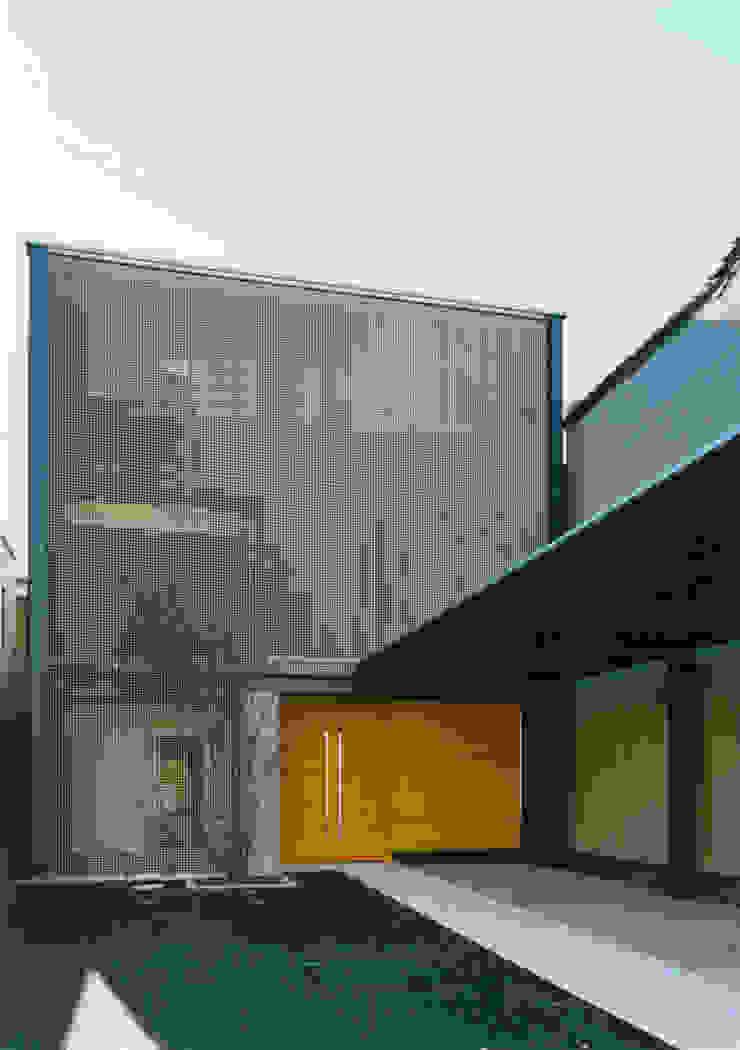 表(北)側外観 モダンな 家 の 原 空間工作所 HARA Urban Space Factory モダン