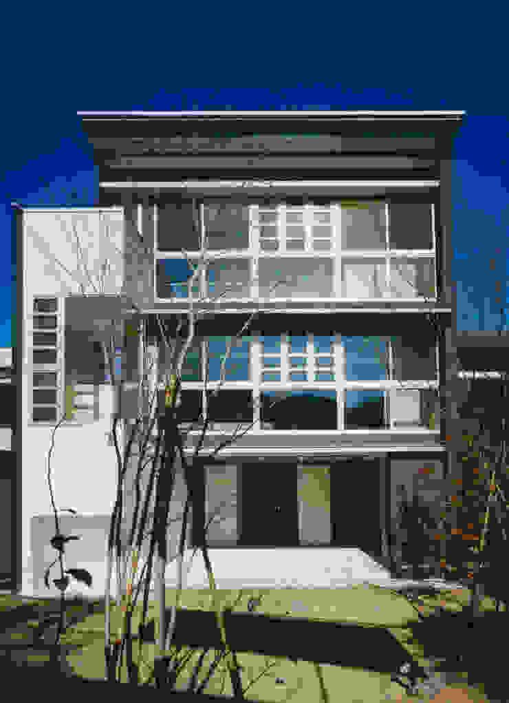 庭(南)側 外観 モダンな 家 の 原 空間工作所 HARA Urban Space Factory モダン