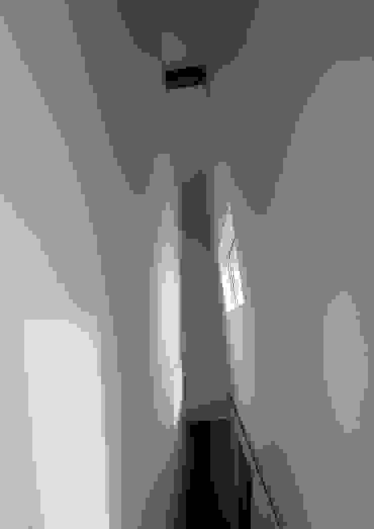 廊下を見る オリジナルスタイルの 玄関&廊下&階段 の 株式会社 mA建築計画工房 オリジナル