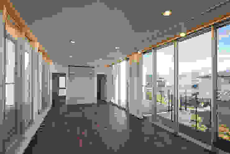 居間 オリジナルデザインの リビング の 株式会社 mA建築計画工房 オリジナル