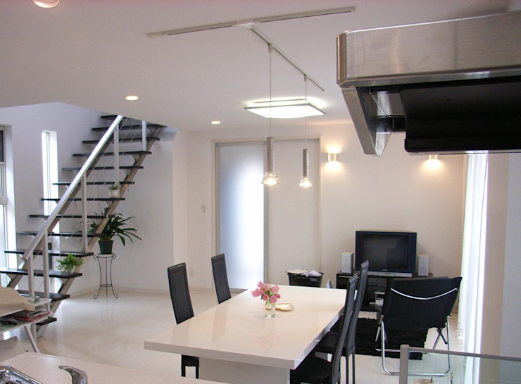 Moderne eetkamers van プランニング・リニュー建築設計 Modern