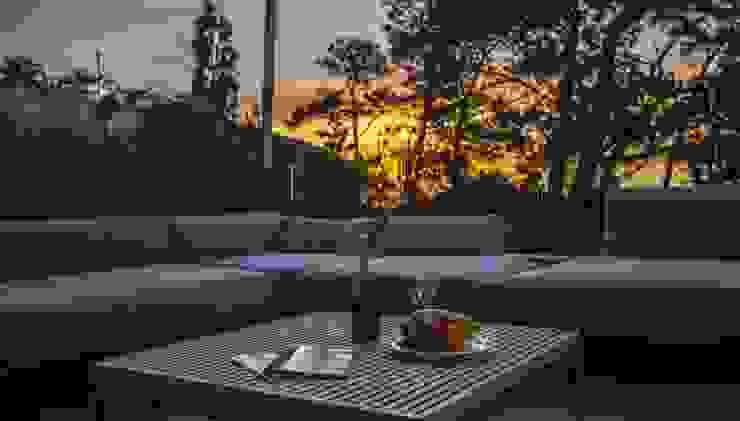 Voiles d 'ombrage et canapé Outdoor à Biarritz. par LA MAISON EHIA Moderne