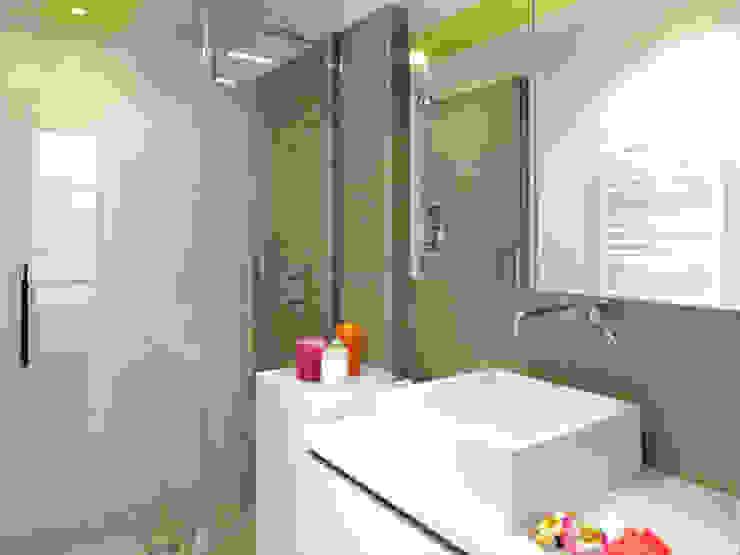 A SAINT GERMAIN DES PRES Salle de bain moderne par EC Architecture Intérieure Moderne