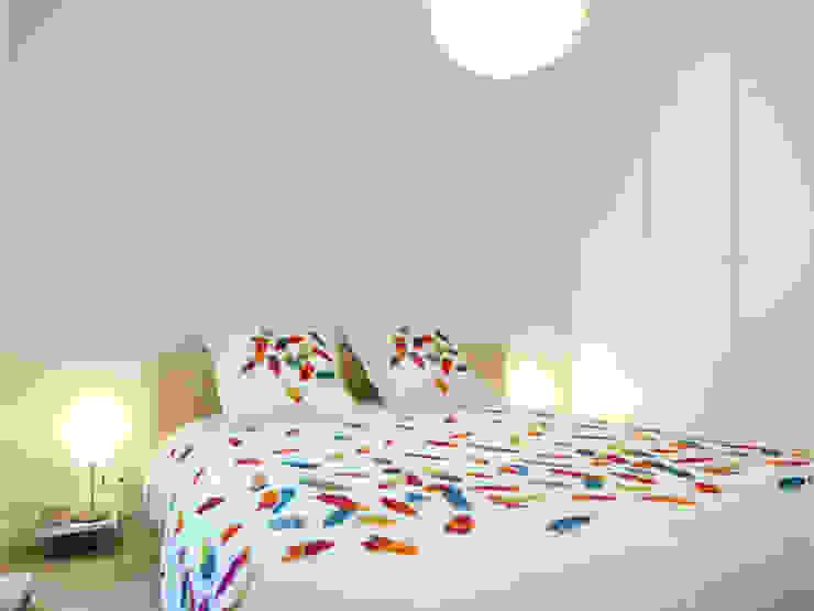 A SAINT GERMAIN DES PRES Chambre moderne par EC Architecture Intérieure Moderne