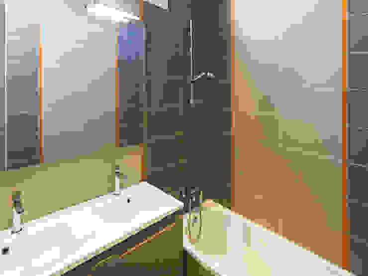 PRES DU MARCHE LA CHAPELLE Salle de bain moderne par EC Architecture Intérieure Moderne