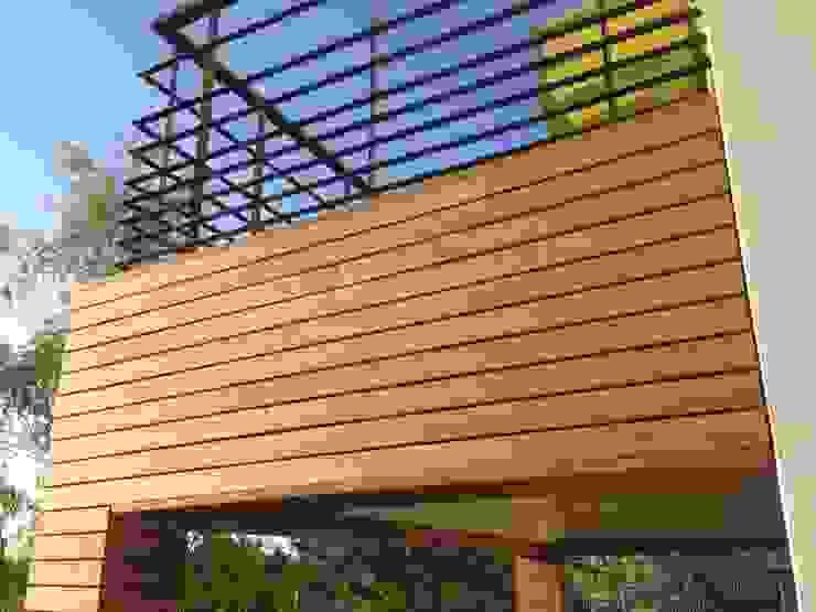 Habillage d'un balcon avec un bardage peuplier thermochauffé par Made in Bois Moderne