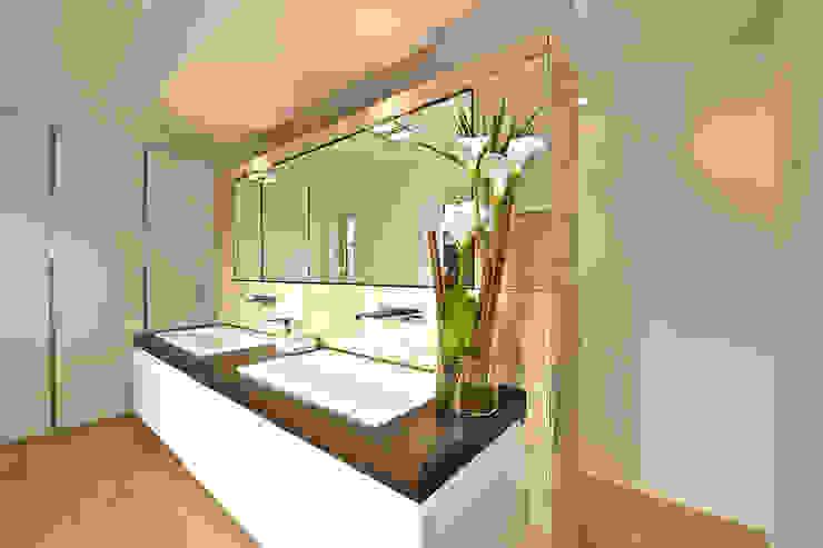Salle de bain de style  par Helm Design by Helm Einrichtung GmbH,