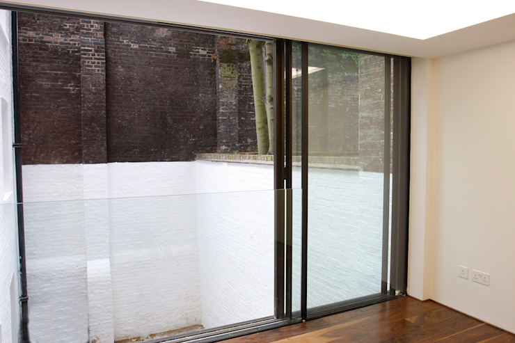Chester Street Modern corridor, hallway & stairs by IQ Glass UK Modern