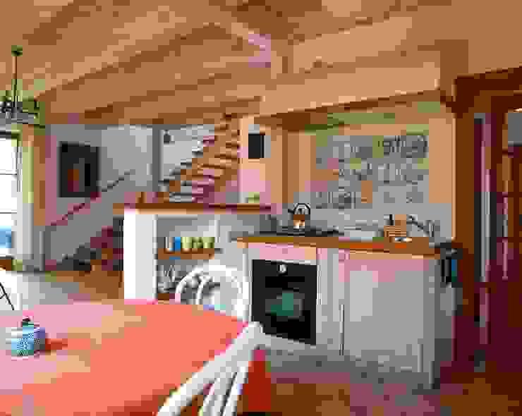 Dom w Hornówku (dom własny) Wiejska kuchnia od BM-Architekci Wiejski