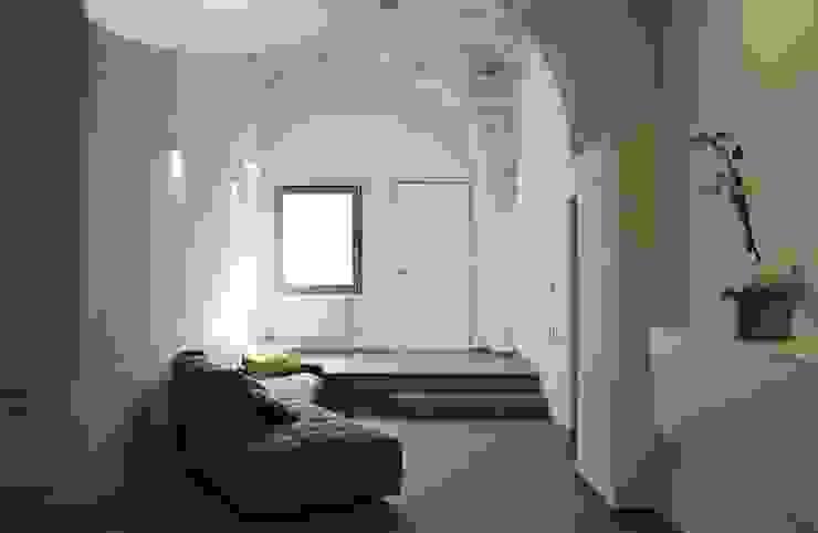 CASA VT Soggiorno minimalista di Daniele Spirito Architetto Minimalista