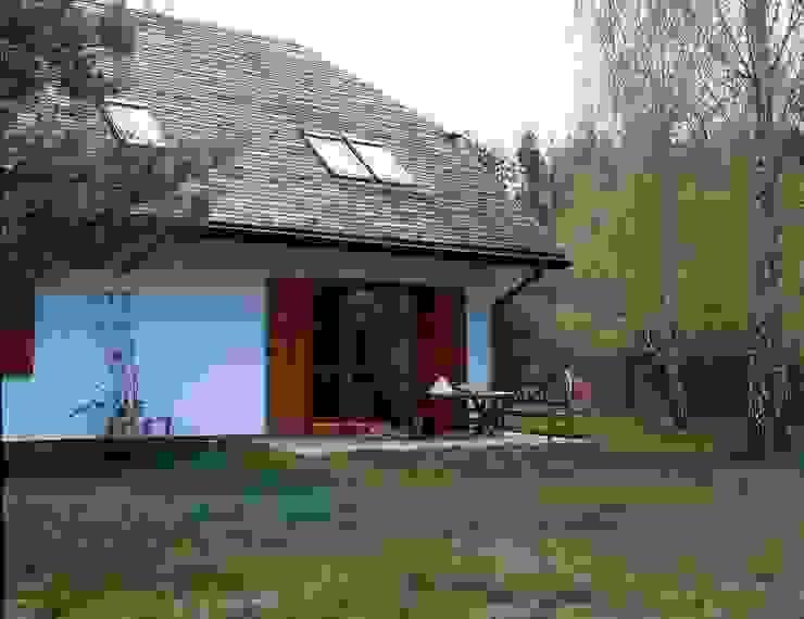 Dom w Hornówku (dom własny) Wiejski balkon, taras i weranda od BM-Architekci Wiejski