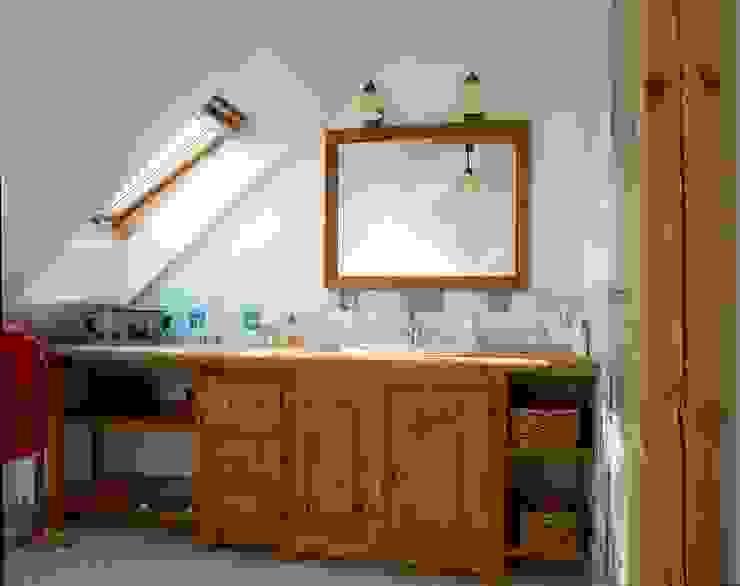 Dom w Hornówku (dom własny) Rustykalna łazienka od BM-Architekci Rustykalny