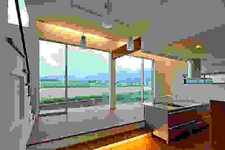 食堂より景色を眺める オリジナルデザインの リビング の 株式会社 mA建築計画工房 オリジナル