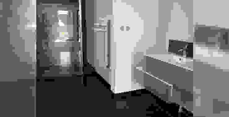 Résidence secondaire 300m² Salle de bain moderne par LADD Moderne