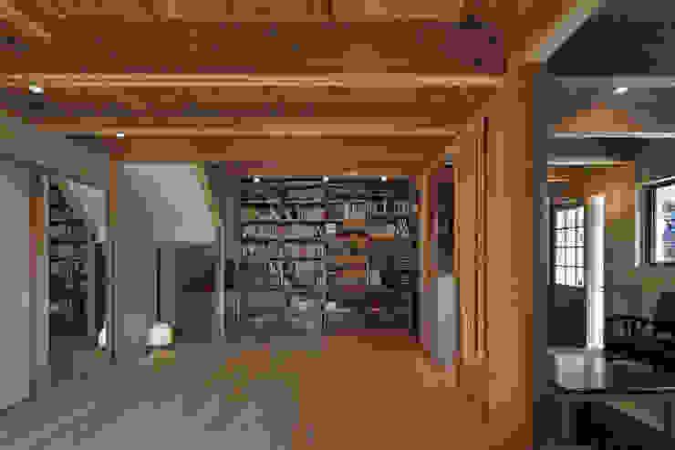 西宮北口の家 モダンデザインの リビング の 福田建築工房 モダン