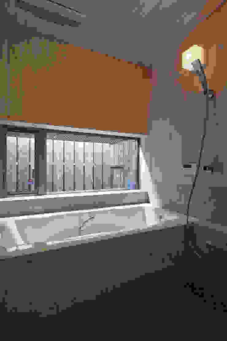 西宮北口の家 モダンスタイルの お風呂 の 福田建築工房 モダン