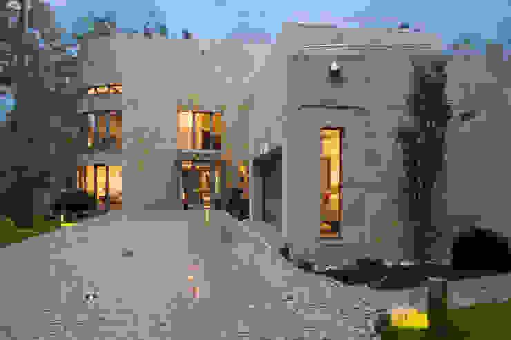 Casas  por Zbigniew Tomaszczyk  Decorum Architekci Sp z o.o., Moderno