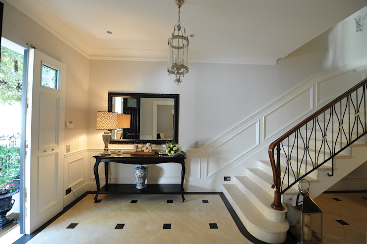 Classic style corridor, hallway and stairs by archbcstudio Classic