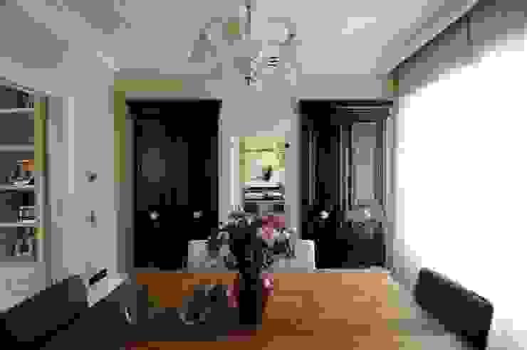 sala da pranzo Sala da pranzo in stile classico di archbcstudio Classico