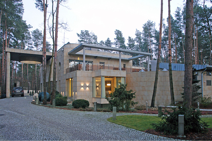 Дома в стиле модерн от Zbigniew Tomaszczyk Decorum Architekci Sp z o.o. Модерн