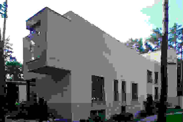 Zbigniew Tomaszczyk Decorum Architekci Sp z o.o. Modern houses