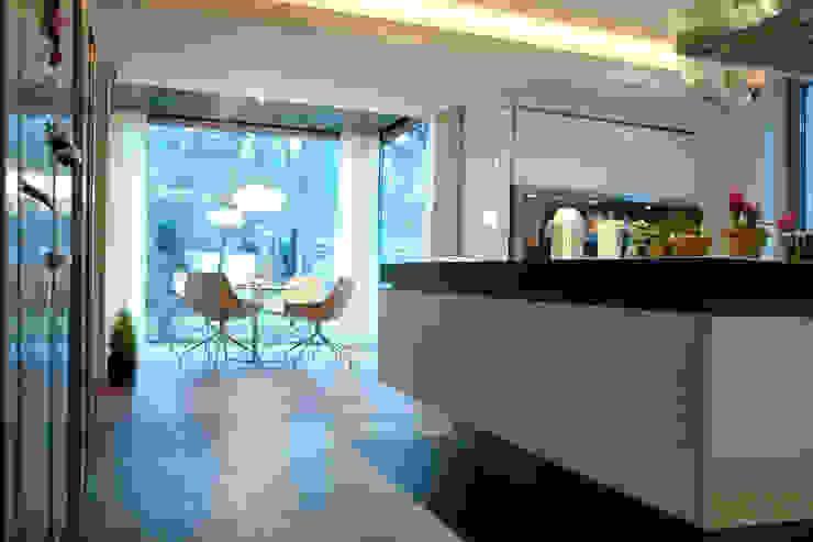 Zbigniew Tomaszczyk Decorum Architekci Sp z o.o. Modern style kitchen