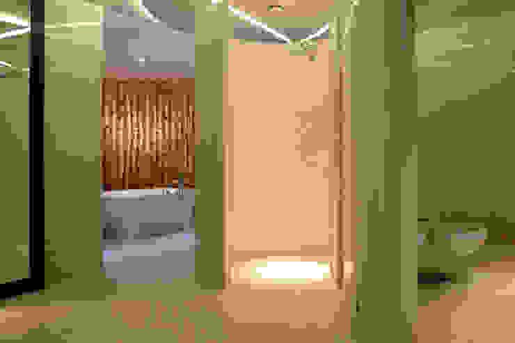 Ванные комнаты в . Автор – Zbigniew Tomaszczyk  Decorum Architekci Sp z o.o., Модерн