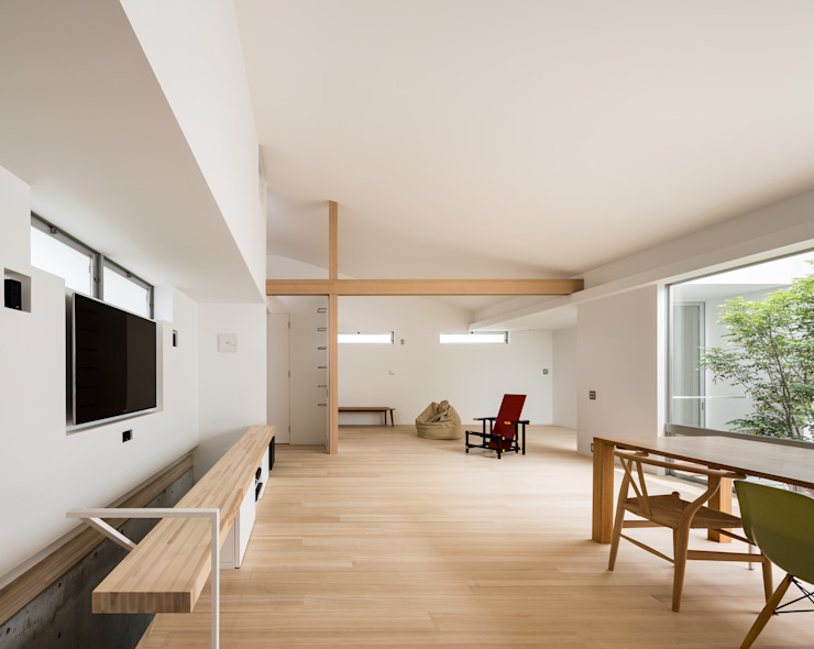 Salas / recibidores de estilo  por Kenji Yanagawa Architect and Associates,