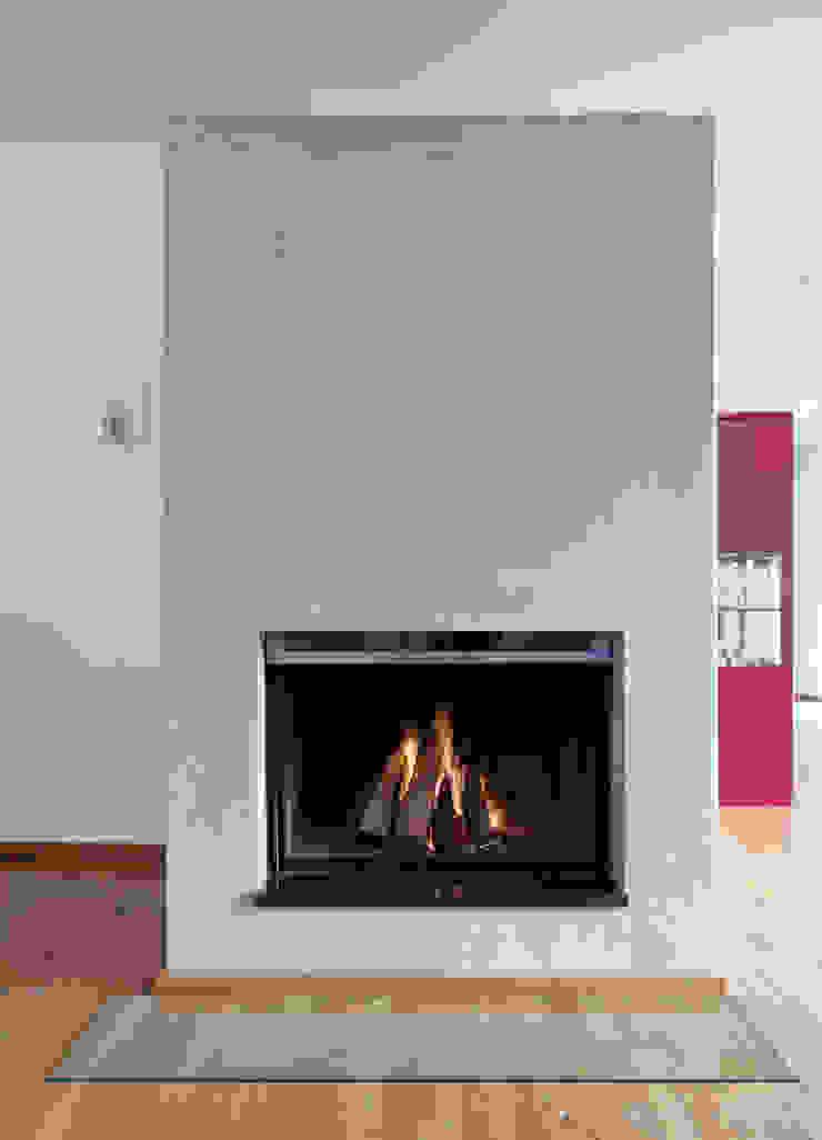 Kamingestaltung mit Kalkputz Moderne Wohnzimmer von Einwandfrei - innovative Malerarbeiten oHG Modern