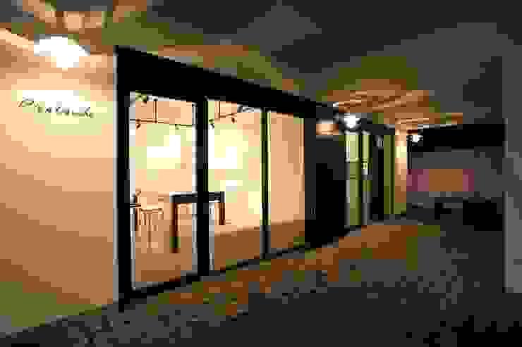 店舗活用できるフリースペース モダンな商業空間 の TERAJIMA ARCHITECTS モダン