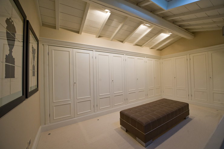 Classic style dressing room by archbcstudio Classic