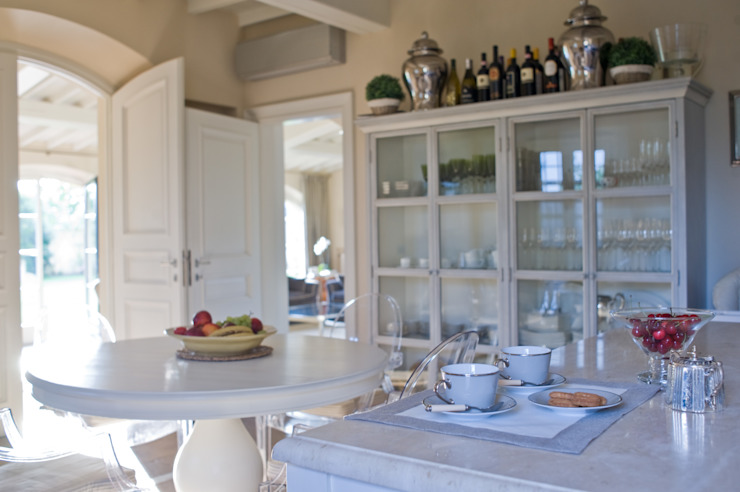 Classic style kitchen by archbcstudio Classic