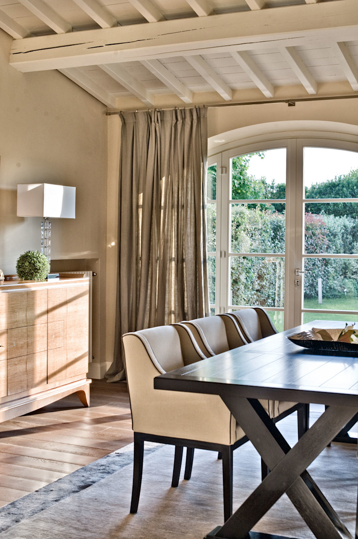 Classic style dining room by archbcstudio Classic