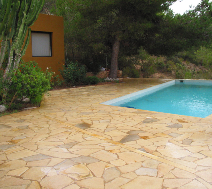 Pool by Solnhofen Piedra Natural, S.L., Mediterranean