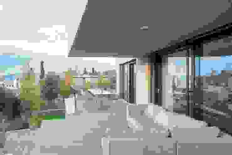 Balance Moderner Balkon, Veranda & Terrasse von Marty Häuser AG Modern